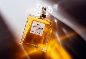 Почему духи Chanel No. 5 до сих пор – символ статуса