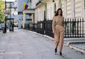 Клеш, чиносы, галифе и другие трендовые женские брюки этой зимы