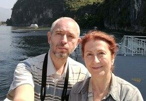 «Познакомились в клубе туристов»: пара российских пенсионеров объехала 45 стран
