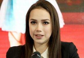 «Стильная до кончиков пальцев»: Алина Загитова пришла на занятия в мини