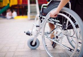 В Москве жильцы дома разломали пандус, установленный для ребенка с инвалидностью