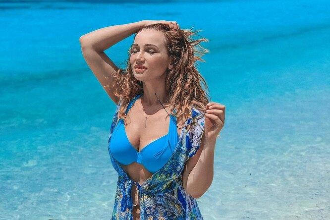 «В женщине главное сочная плоть!» 41-летняя Анфиса Чехова показала сексуальное фото инаписала оду оягодицах