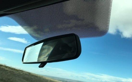 Зачем нужны чёрные точки покраям стёкол автомобиля?