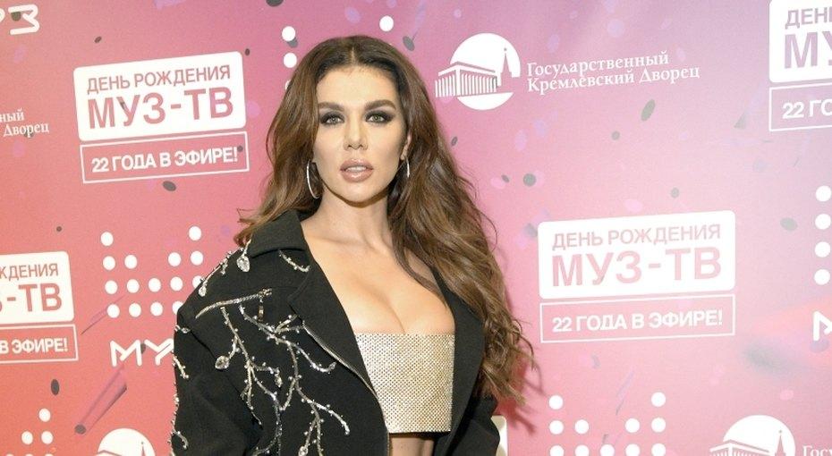 Анна Седокова рассказала, почему непривозит дочь народину
