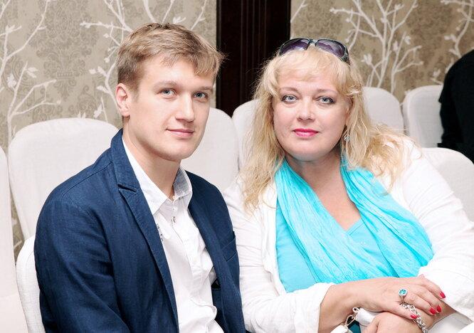 Людмила Руденко с сыном Анатолием Руденко