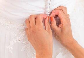 Невеста хотела выйти замуж в бабушкином платье. Но реставрация его погубила