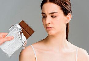 Шоколадка не виновата: может ли еда вызывать обострение акне у взрослых?