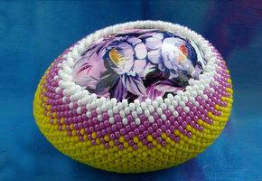 Пасхальные яйца из бисера: несъедобный, но оригинальный подарок!