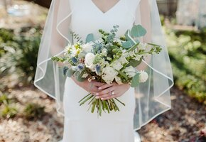 Когда дочь — медсестра: невеста в роскошном платье спасла жизнь отца на свадьбе