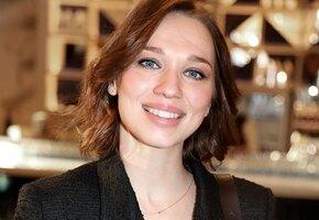 «Обожаю вас»: Ксения Теплова вышла в свет с мужем