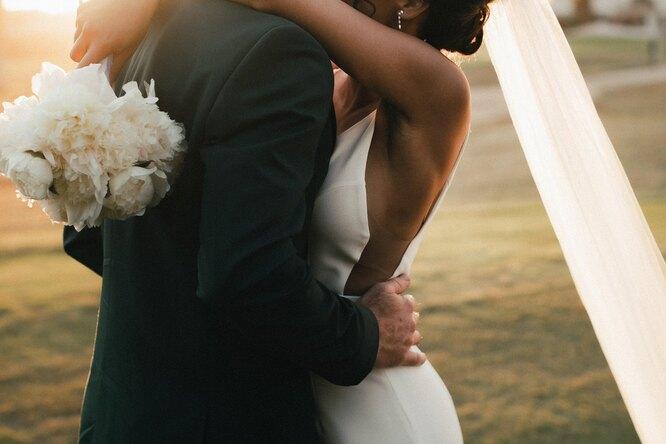 Женщина вдень свадьбы сына узнала, что невеста — её потерянная дочь