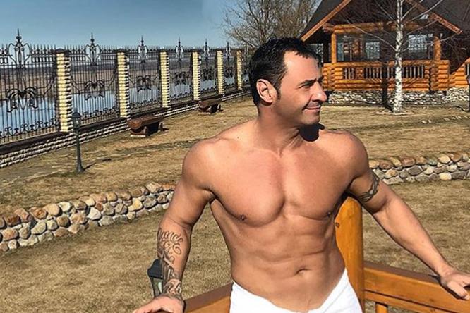 «Это тело обалдело»: Стас Костюшкин показал фото собнаженным торсом