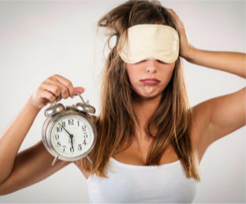 Что есть, чтобы заснуть, девушка маске с будильником