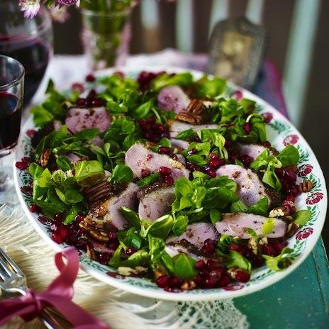 Салат с уткой и зернами граната