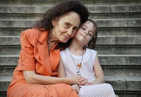 Старейшие матери в мире: невероятные истории о женщинах, родивших после 50