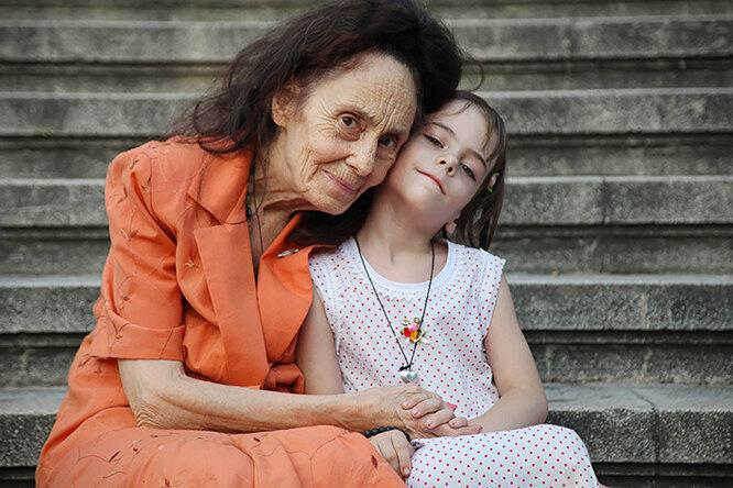 Старейшие матери вмире: невероятные истории оженщинах, родивших после 50