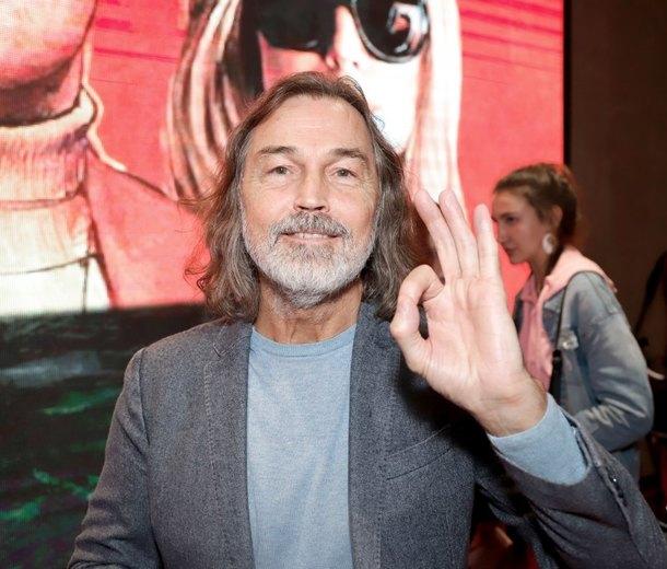 За собственную картину Никас Сафронов должен заплатить 70 000 евро