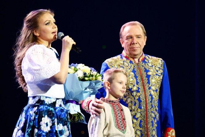 Марина Девятова с отцом Владимиром Девятовым и сводным братом Иваном