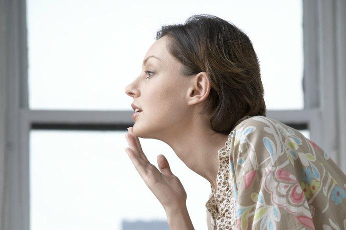Растут волосы на подбородке у женщин: причины и лечение