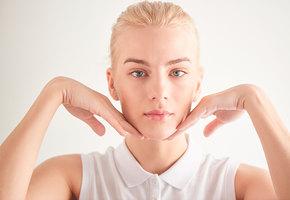 Фейсфитнес: три упражнения для расслабления мышц декольте и омоложения лица