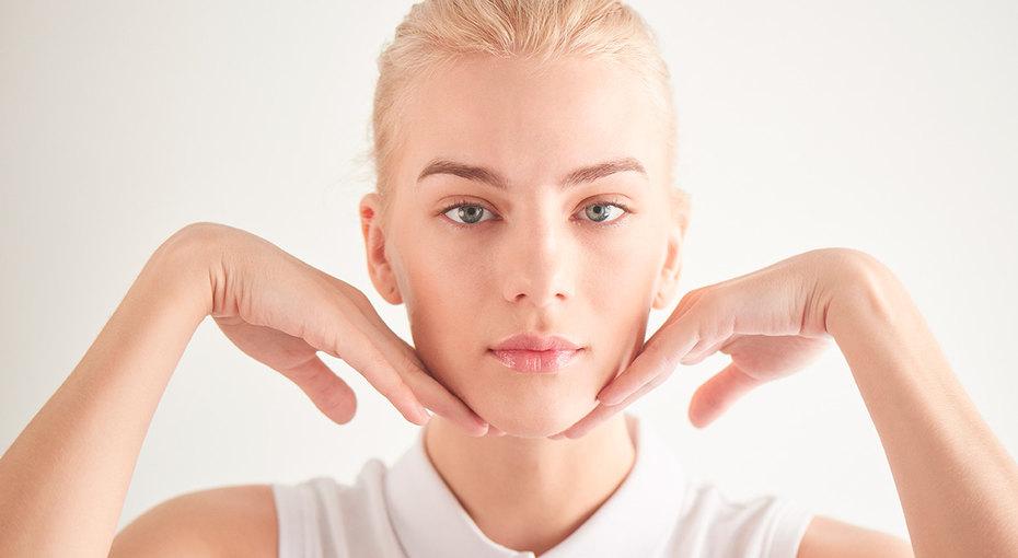 Фейсфитнес: три упражнения длярасслабления мышц декольте иомоложения лица