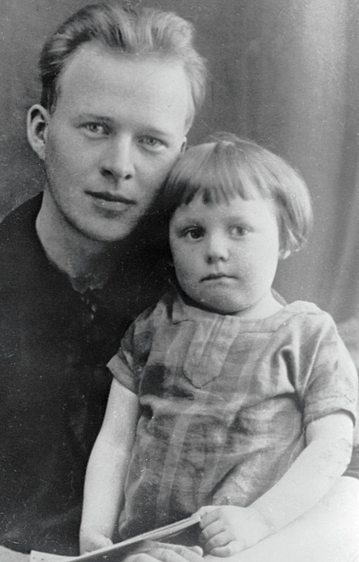 Писаетль Аркадий Гайдар с сыном Тимуром