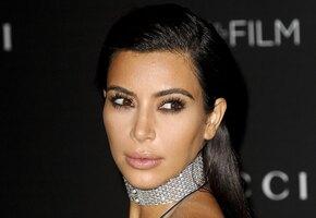 Загадка разгадана: Ким Кардашьян объяснила, как у нее появляется шестой палец