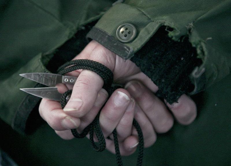 Руки заключенной женской колонии города Кинешма, Ивановская обл. Фото: РИА Новости