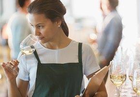 Плесните колдовства: какое белое вино выбрать и с чем его пить? Рекомендует Роскачество
