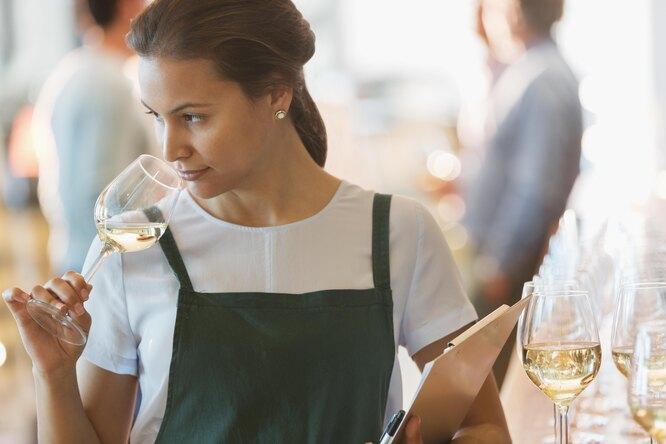 Плесните колдовства: какое белое вино выбрать ис чем его пить?