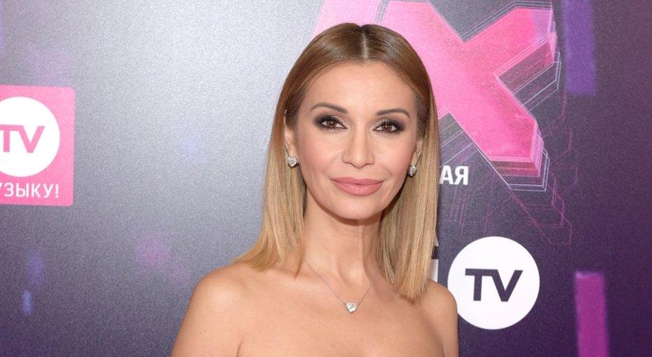 «Сексуальные ножки»: 41-летняя Ольга Орлова показала фото в«вафельном» халате