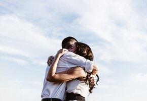 «Было трудно, но стоило того»: мать троих ушла от абьюзера и нашла новую любовь