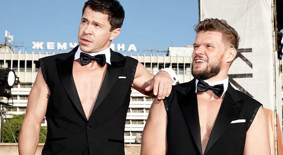 «Это было круто»: Павел Деревянко иВладимир Яглыч раздели друг друга накрасной дорожке «Кинотавра»