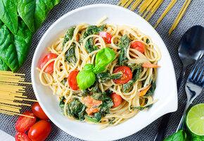 Рецепты звёзд: Дарья Повереннова готовит овощную  пасту за 15 минут