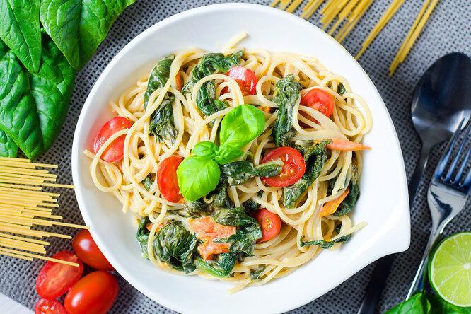 Рецепты звёзд: Дарья Повереннова готовит овощную  пасту за15 минут