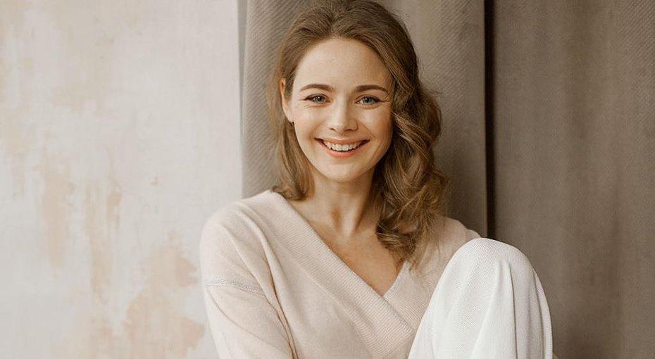 «Без прикрас»: Карина Разумовская выложила фото безмакияжа