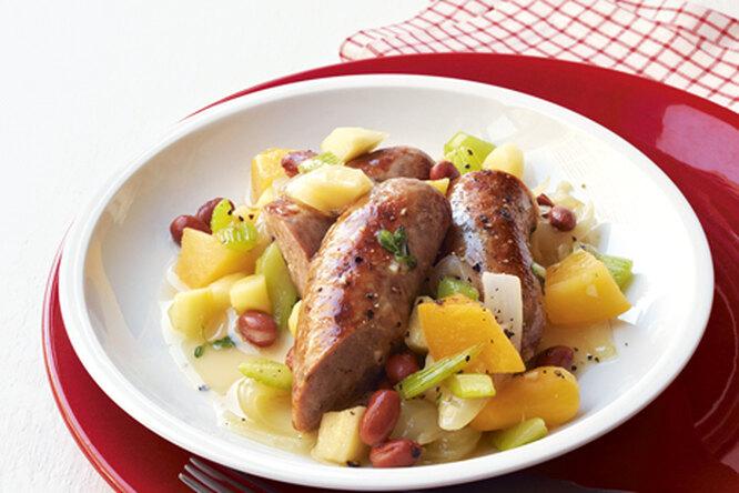 Сосиски с легким овощным гарниром