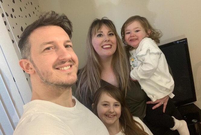 Клэр и Ники с детьми