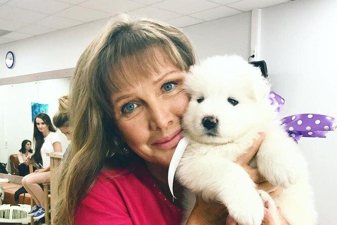 «Просто великолепна»: новое фото 65-летней Елены Прокловой восхитило подписчиков