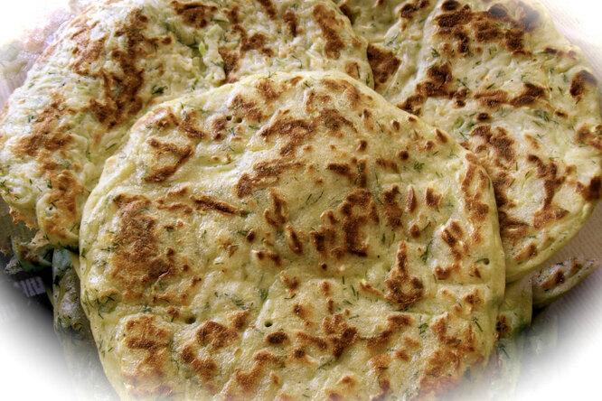 Лепешки с сыром и с зеленью на сковороде