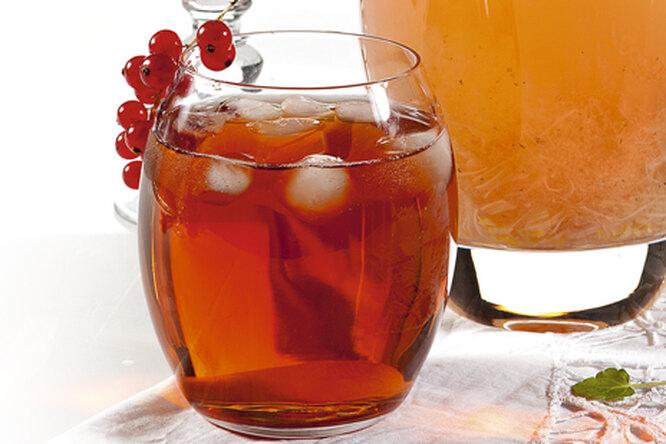 Холодный чай с имбирем и гибискусом