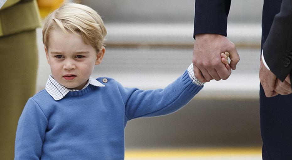 Принц Джордж удивил сотрудников супермаркета, помогая родителям