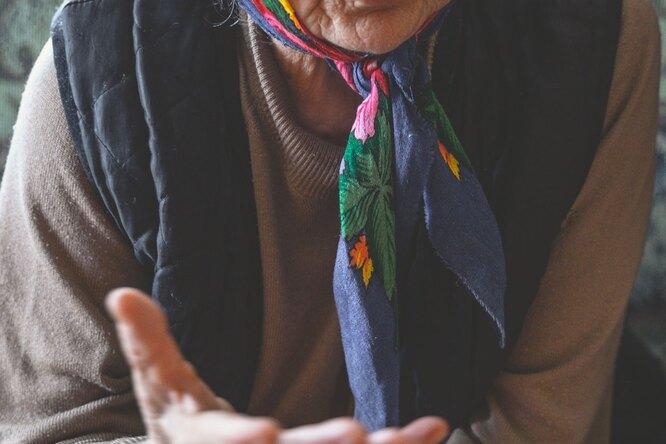 88-летняя женщина живет взаперти несколько лет из-за долга покоммуналке