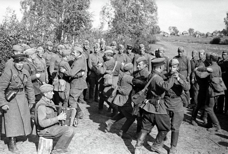 Советские солдаты вминуты отдыха