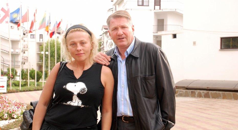 «Это любовь»: 49-летняя Анна Легчилова и62-летний Игорь Бочкин впервые показали подросшего сына