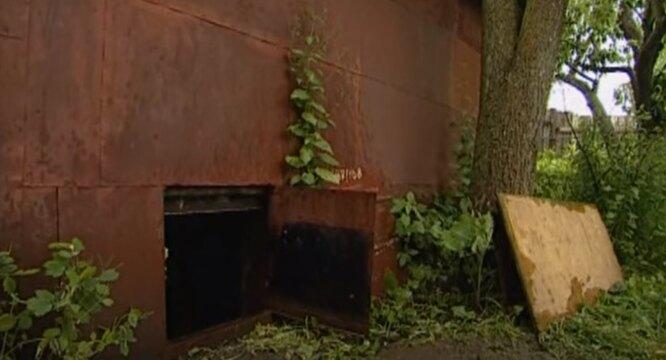 Замаскированный вход в бункер, кадр YouTube фото