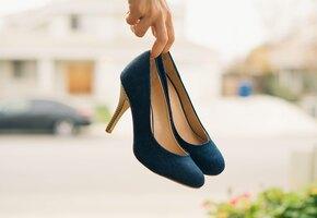 Разнашиваем новую обувь. 4 лайфхака от мозолей