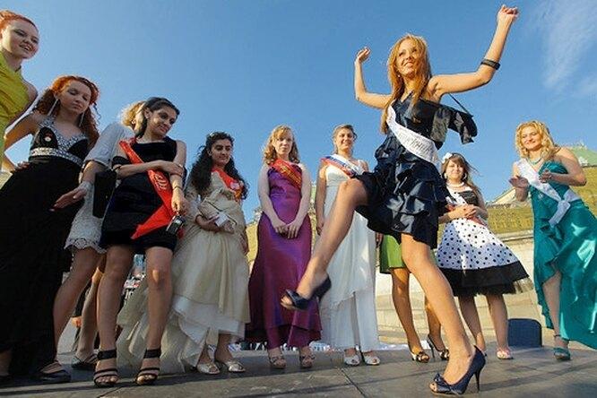 Выпускной: 40 000 московских выпускников прощаются со школой