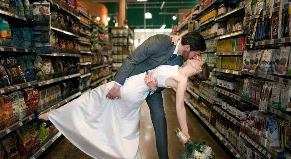 Влюбленная пара устроила свадьбу своей мечты вамериканском супермаркете