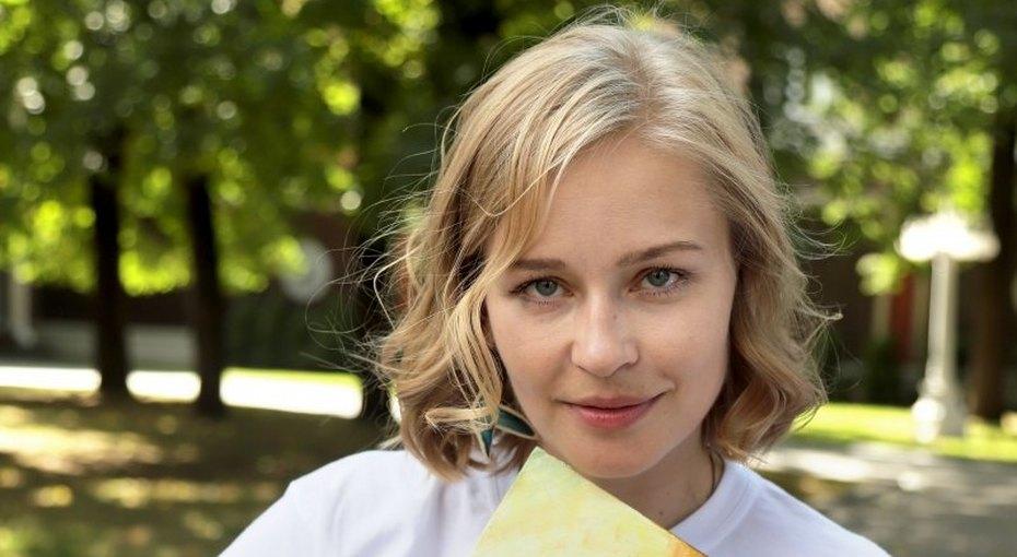 «Сделаны подкопирку»: Юлия Пересильд сфотографировалась собеими дочками